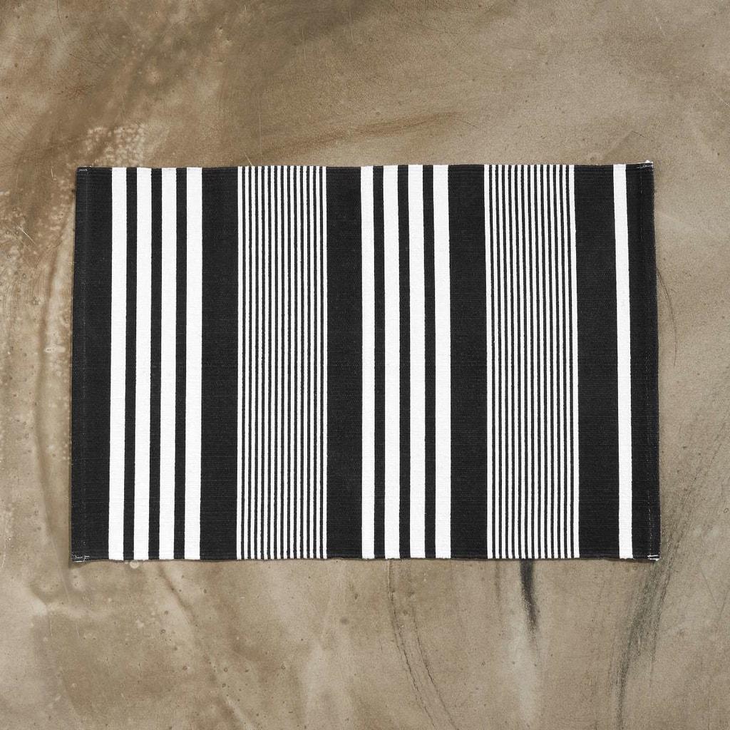 SILENT DANCER Koberec pruhovaný 60 x 90 cm - černá/bílá