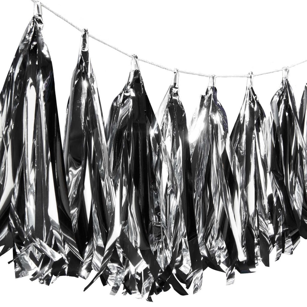 BANNER DAY Girlanda střapec - stříbrná