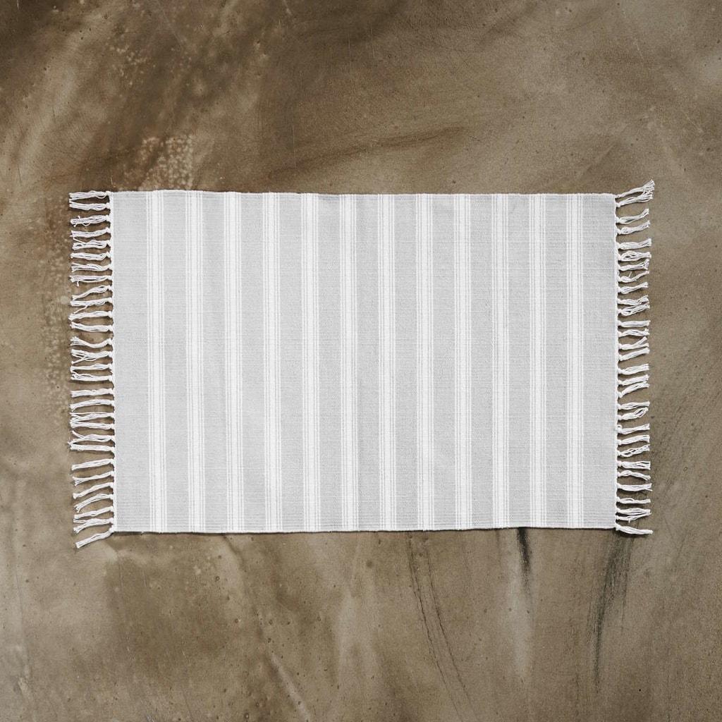 SILENT DANCER Koberec pruhovaný 60 x 90 cm - šedá/bílá